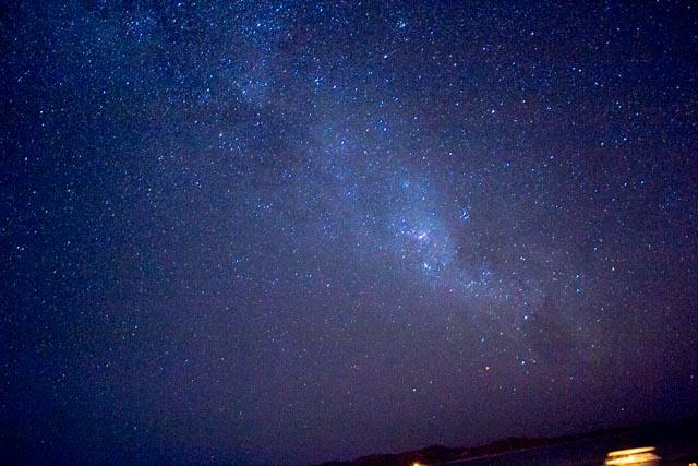 Vela takımyıldızının bulunduğu yıldız kümeleri yoğunluğu nedeniyle çok parlayan bölge